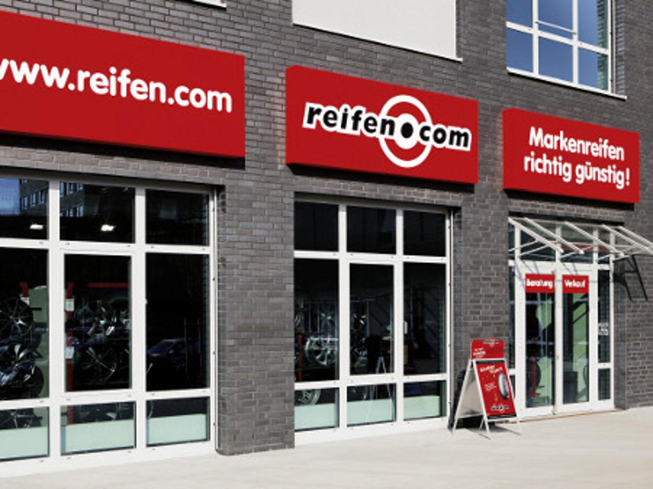 Entrance area reifen.com-store in Hanover Vahrenheide