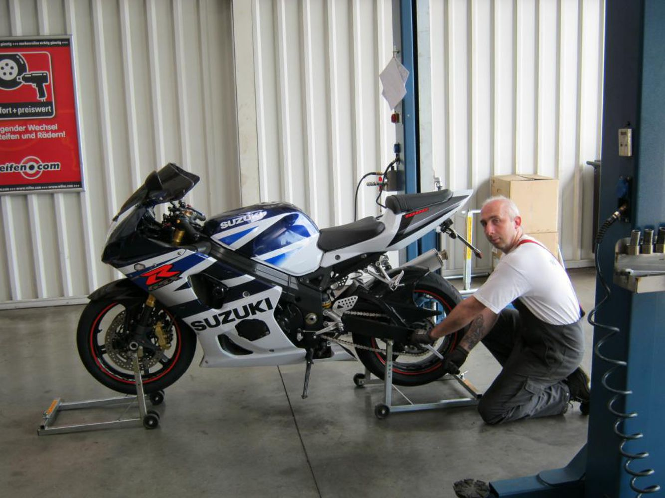 Mounting Motorcycle tyre