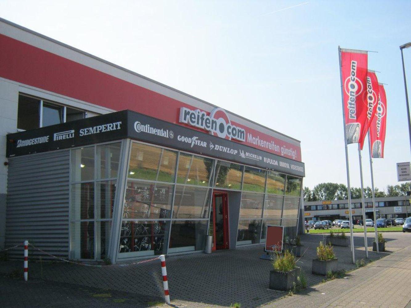 Entrance area reifen.com-store in Köln Hahnwald